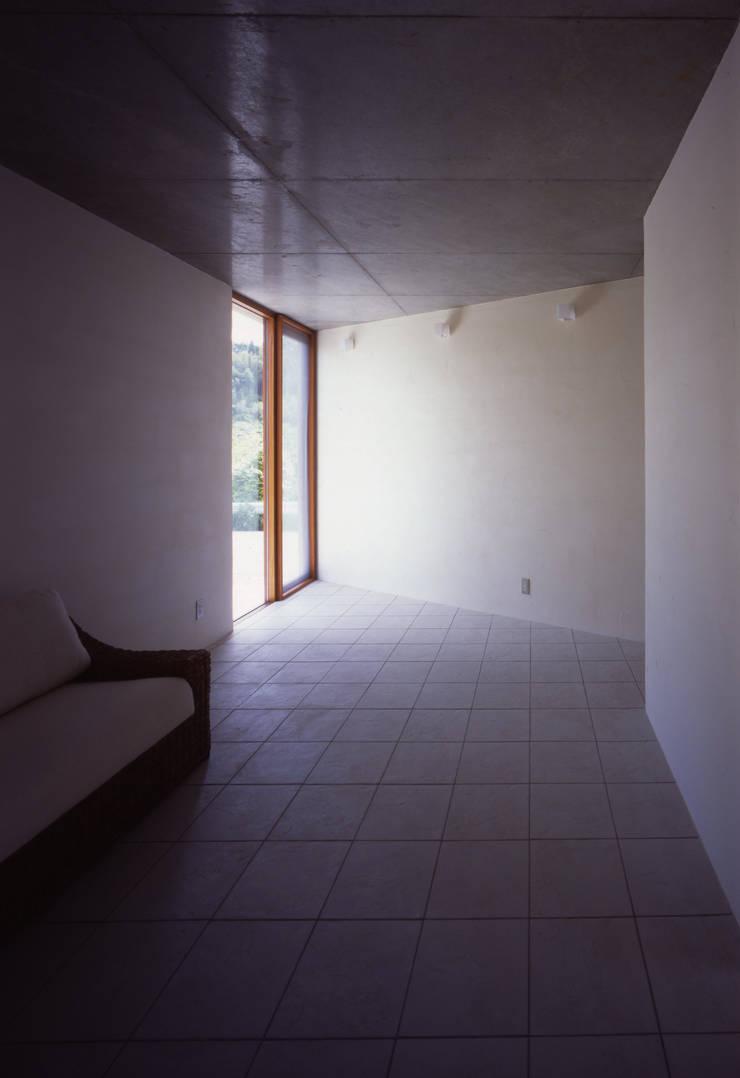 土の器:大網白里町の家: AIRアーキテクツ建築設計事務所が手掛けた和室です。