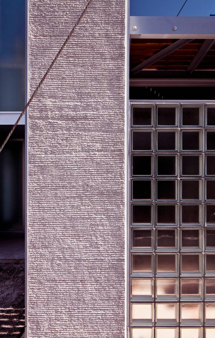 線と面の家:世田谷の狭小二世帯住宅: AIRアーキテクツ建築設計事務所が手掛けた家です。