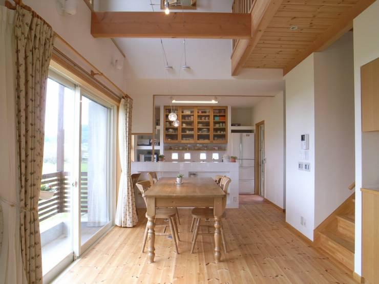 平尾の家: 株式会社 atelier waonが手掛けたダイニングです。