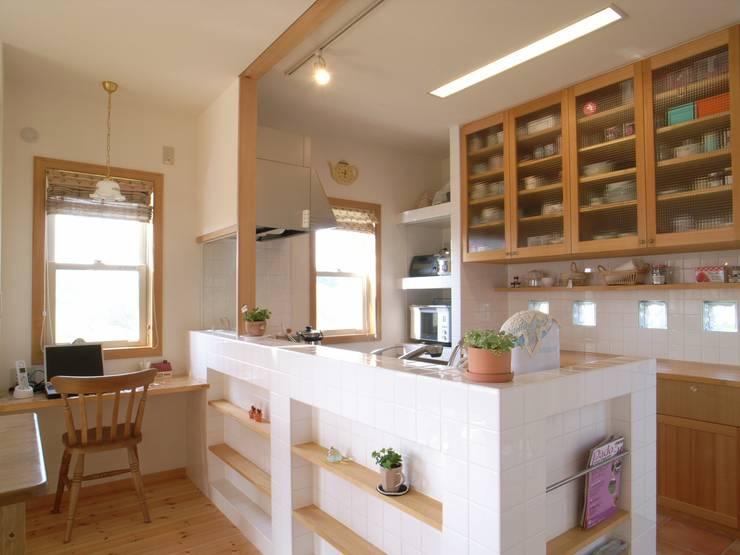 平尾の家: 株式会社 atelier waonが手掛けたキッチンです。
