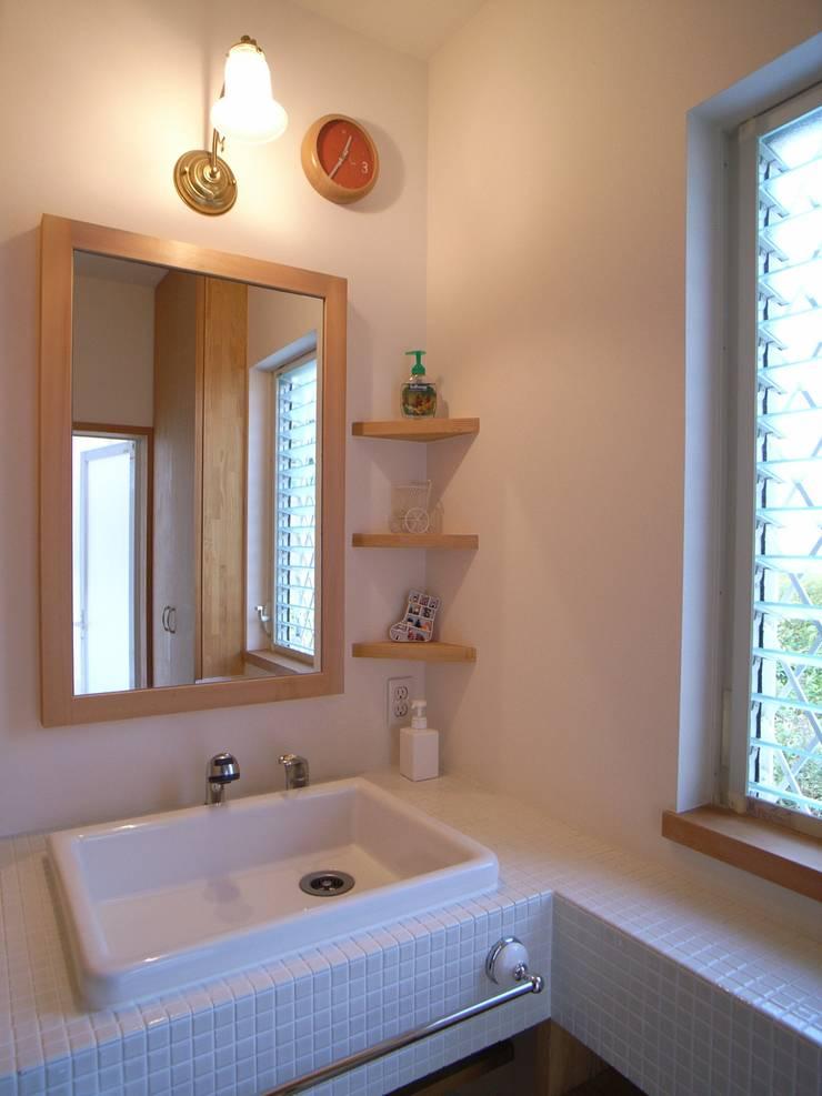 平尾の家: 株式会社 atelier waonが手掛けた浴室です。