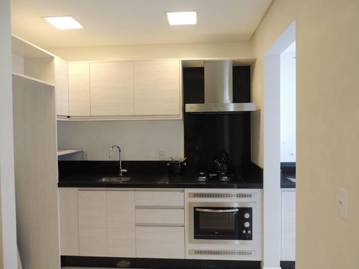 Cozinha: Cozinhas  por Cembrani móveis