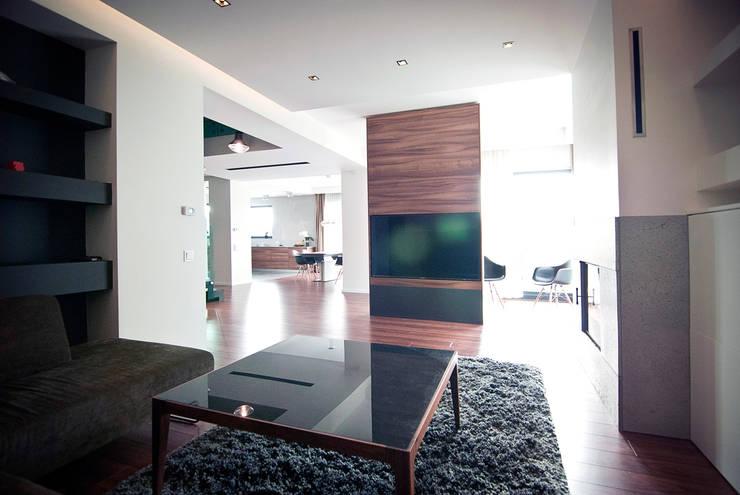 Wnętrze domu w Olszowicach   jaganna.com: styl , w kategorii Salon zaprojektowany przez PRACOWNIA PROJEKTOWA JAGANNA