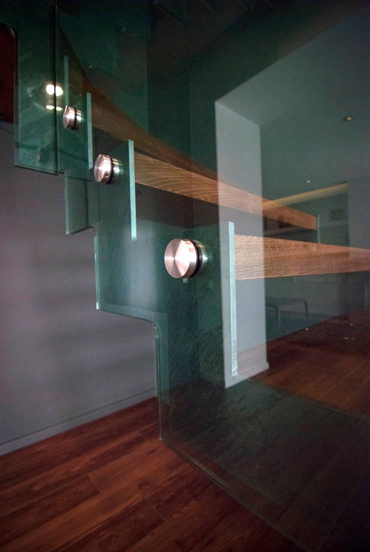 Wnętrze domu w Olszowicach   jaganna.com: styl , w kategorii Korytarz, przedpokój zaprojektowany przez PRACOWNIA PROJEKTOWA JAGANNA