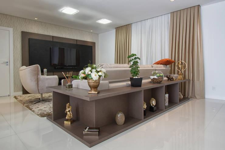 Apartamento Frankfurt: Salas de estar  por Cembrani móveis