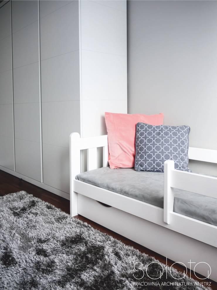 Pokój chłopca i dziewczynki, Koło: styl , w kategorii Pokój dziecięcy zaprojektowany przez Sałata-Pracownia Architektury Wnętrz