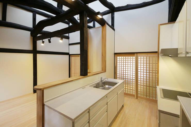 キッチン: 吉田建築計画事務所が手掛けたキッチンです。