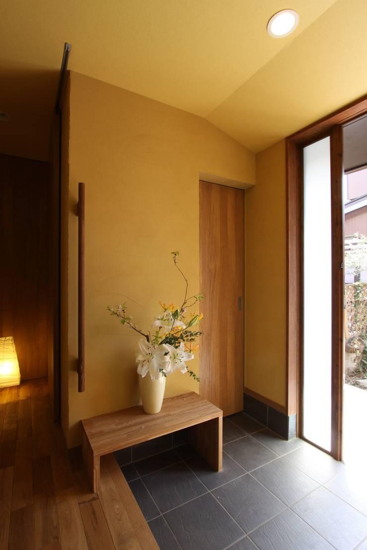 ナチュラルスタイルでゆったり暮らす: アトリエグローカル一級建築士事務所が手掛けた廊下 & 玄関です。,
