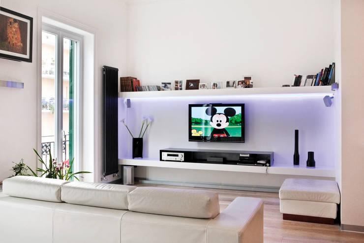 Casa AeML: Soggiorno in stile  di Maria Eliana Madonia Architetto