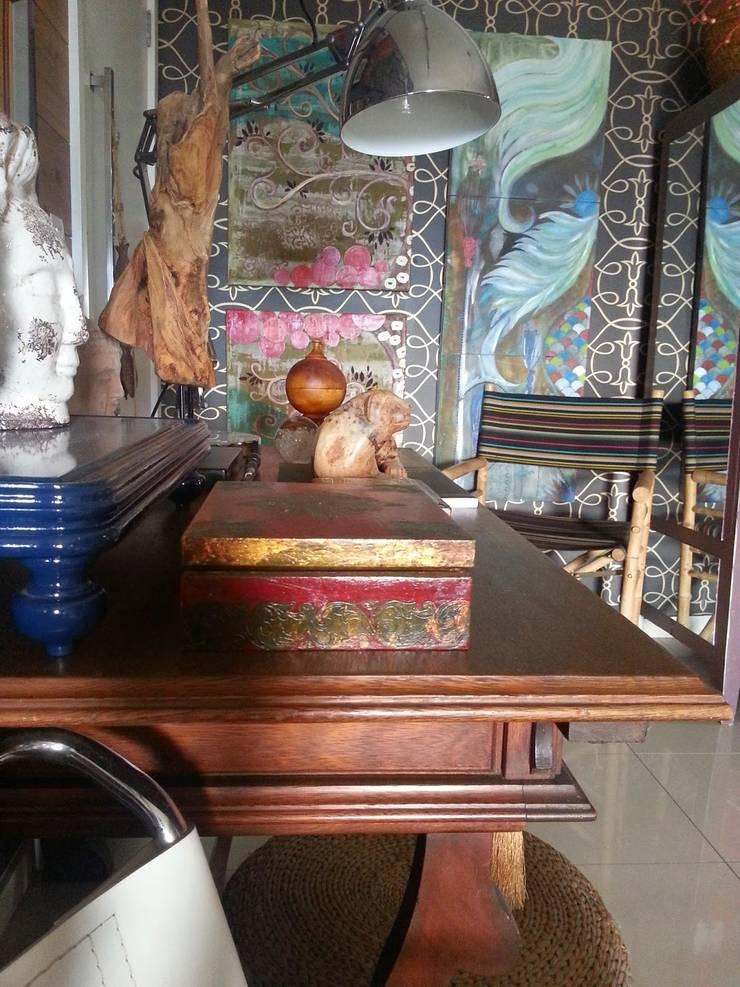Detalhes living. : Salas de estar ecléticas por Lucio Nocito Arquitetura e Design de Interiores
