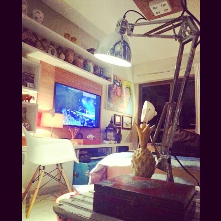 Conceito para sala de estar.: Salas multimídia ecléticas por Lucio Nocito Arquitetura e Design de Interiores