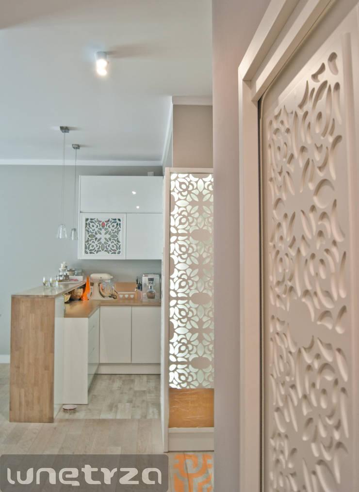 Ażurowe przyszłony do szaf i szafek : styl , w kategorii Kuchnia zaprojektowany przez Wnętrza Alicja Galewska
