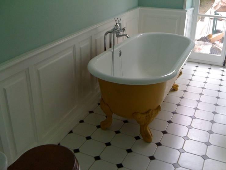 Sous bassement de mur: Salle de bain de style de style Colonial par BCM