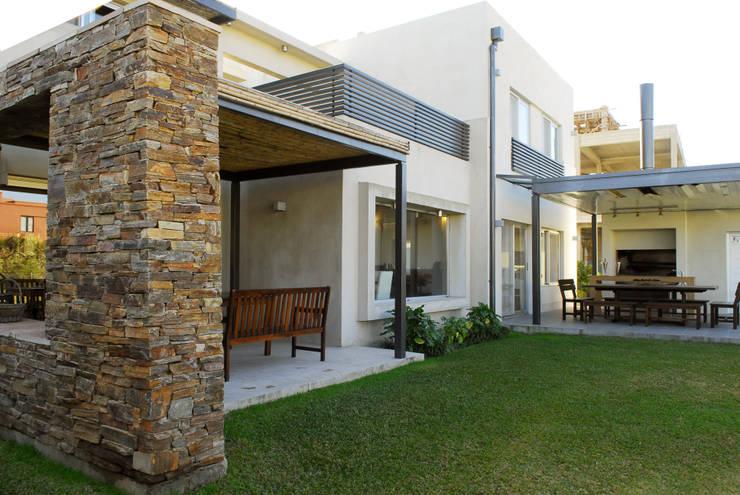 Casas de estilo  por LLACAY arquitectos