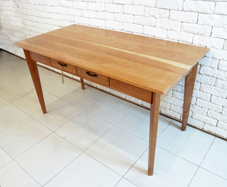 Cherry table: Design-namu의  서재/사무실