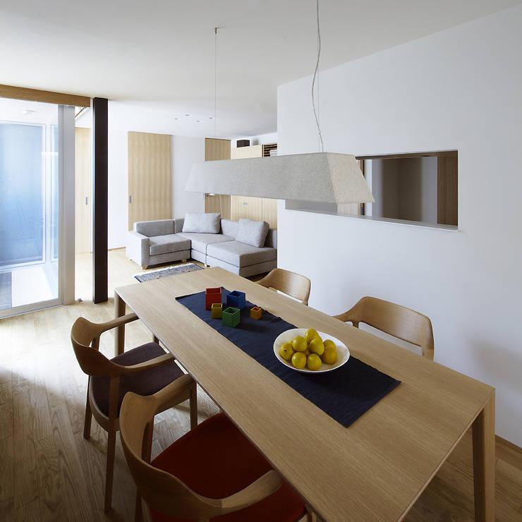 Modern dining room by 株式会社廣田悟建築設計事務所 Modern Wood Wood effect