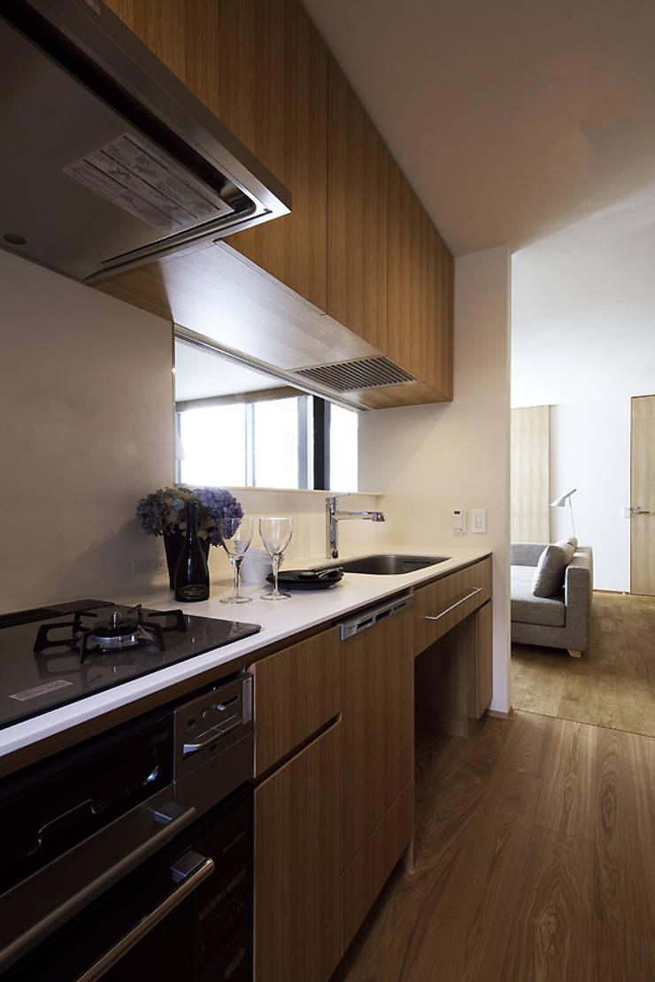 Nhà bếp theo 株式会社廣田悟建築設計事務所, Hiện đại Gỗ Wood effect