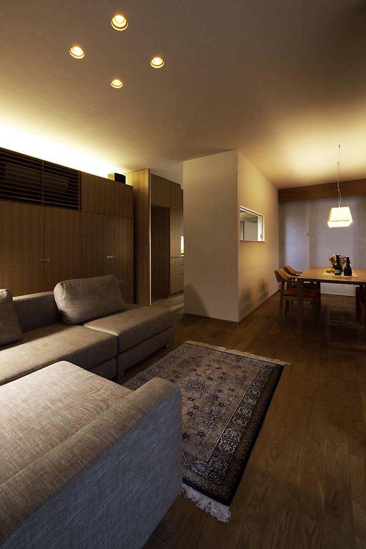 Moderne woonkamers van 株式会社廣田悟建築設計事務所 Modern Hout Hout