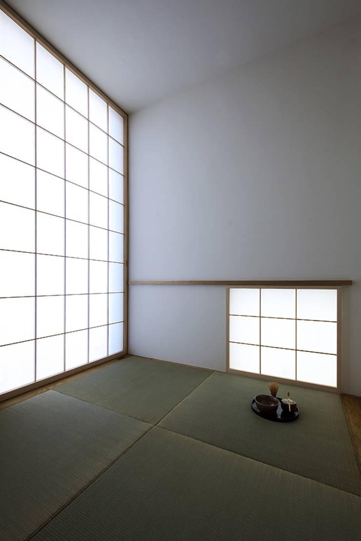 Modern style bedroom by 株式会社廣田悟建築設計事務所 Modern Paper
