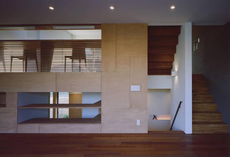 gravillusion: T-Square Design Associatesが手掛けたダイニングです。,
