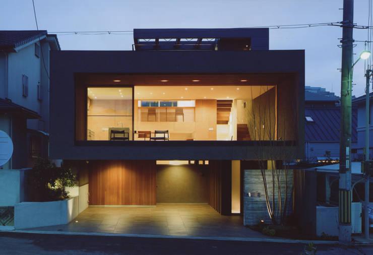 gravillusion: T-Square Design Associatesが手掛けた家です。,