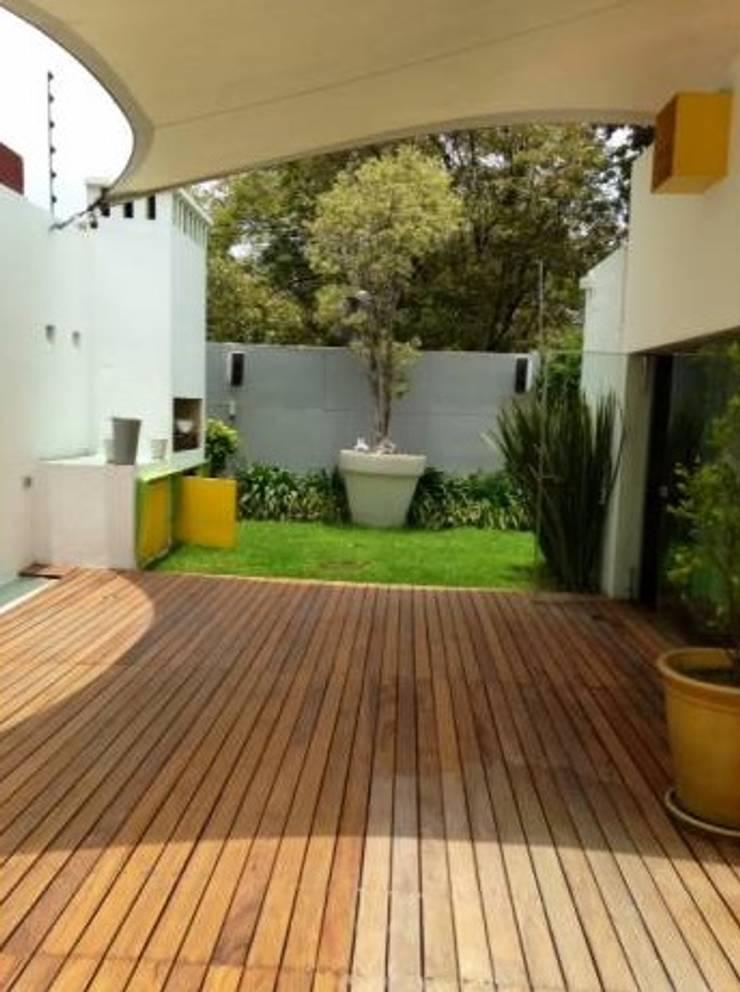 Casa Parral 62: Jardines de estilo  por simbiosis ARQUITECTOS