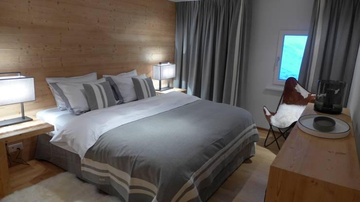 Camera da letto in stile in stile Rustico di RH-Design