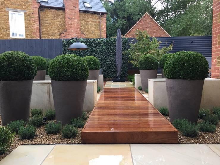 Outdoor Living:  Garden by Bestall & Co Landscape Design Ltd