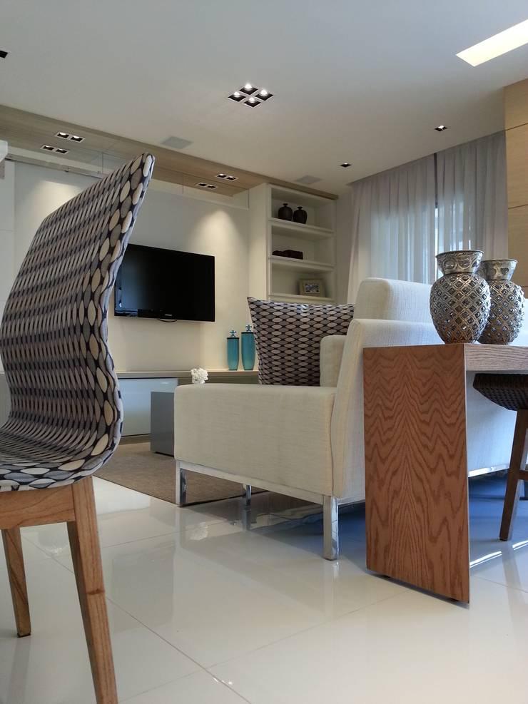 Living por Lucio Nocito Arquitetura.: Salas de estar  por Lucio Nocito Arquitetura e Design de Interiores