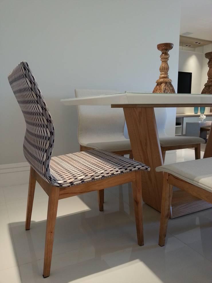Detalhes mesa de jantar.: Salas de jantar modernas por Lucio Nocito Arquitetura e Design de Interiores