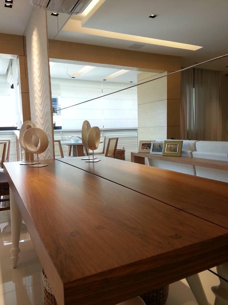 Detalhes living.: Sala de estar  por Lucio Nocito Arquitetura e Design de Interiores