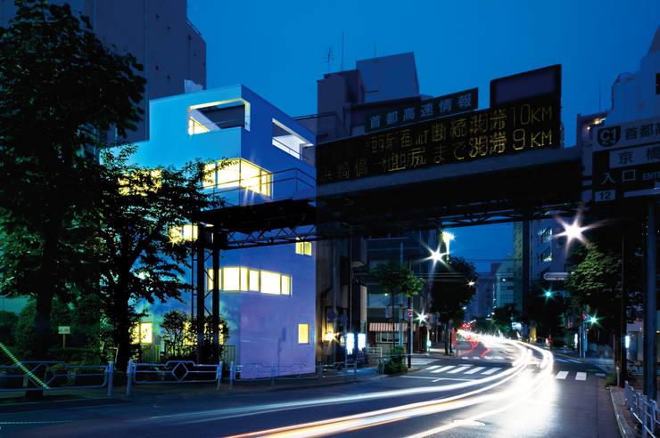 Casas de estilo  de 山本想太郎設計アトリエ