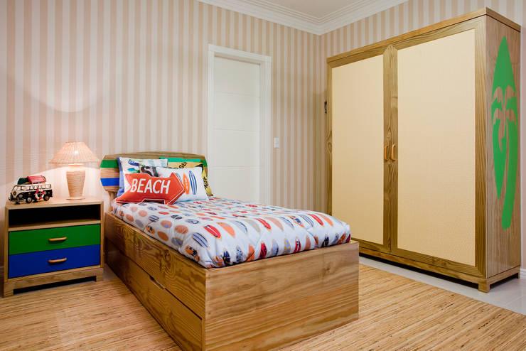 Suite do filho mais velho: Quarto infantil  por Karla Silva Designer de Interiores,