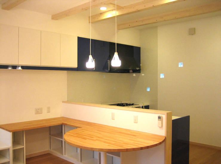 ダイニングキッチン: あお建築設計が手掛けたキッチンです。