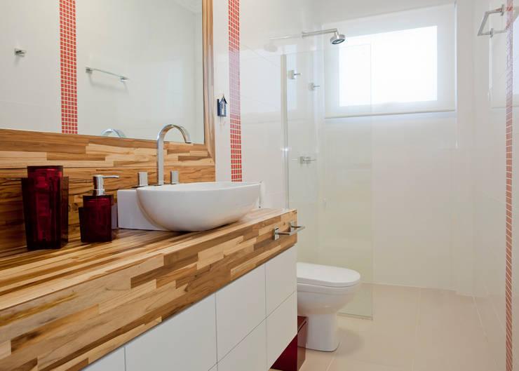 Banheiro do caçula: Banheiros  por Karla Silva Designer de Interiores,