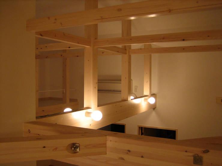 小屋組を生かし広々とした空間つくり: あお建築設計が手掛けた子供部屋です。