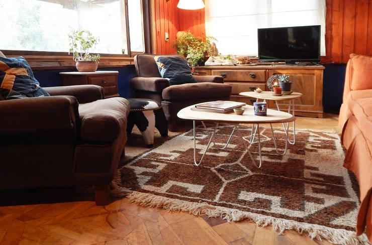 MESAS SETA: Livings de estilo  por TocToc - Muebles y Objetos Argentinos