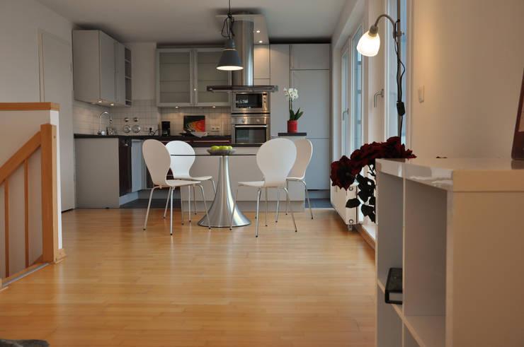 Blick in den Essbereich:  Esszimmer von Optimmo Home Staging