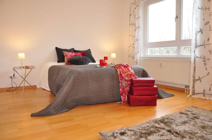 Schlafzimmer:  Schlafzimmer von Optimmo Home Staging