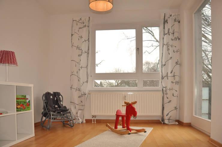 Kinderzimmer:  Kinderzimmer von Optimmo Home Staging