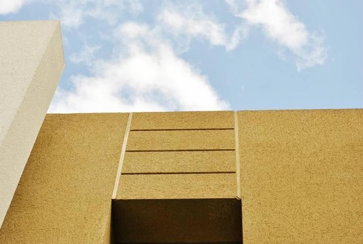 Revestimientos : Casas de estilo  por RevCenter