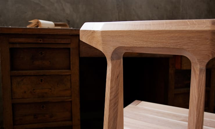 ORCA CHAIR: Casa  por Wewood - Portuguese Joinery