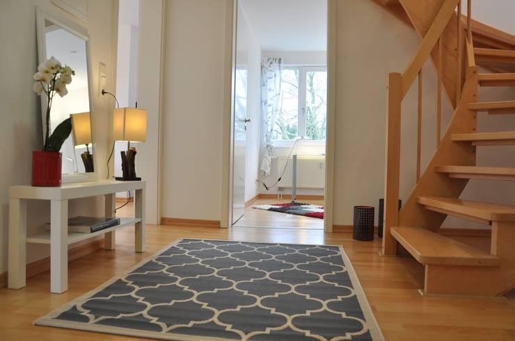 Flur:  Flur & Diele von Optimmo Home Staging