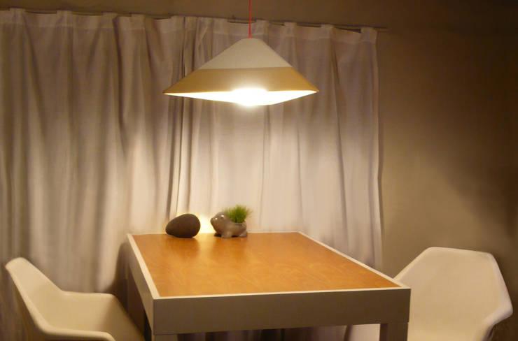 LAMPARA LAVA: Comedores de estilo  por TocToc - Muebles y Objetos Argentinos