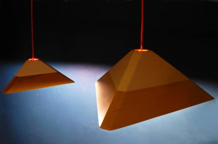 LAMPARA LAVA: Estudio de estilo  por TocToc - Muebles y Objetos Argentinos