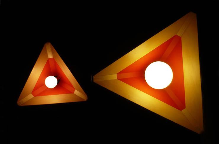 LAMPARA LAVA: Pasillos, vestíbulos y escaleras  de estilo  por TocToc - Muebles y Objetos Argentinos
