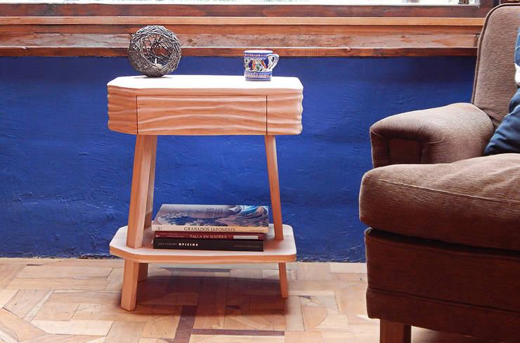 MESA DE LUZ Y AUXILIAR TALAMPAYA de TocToc - Muebles y Objetos Argentinos Ecléctico Madera maciza Multicolor