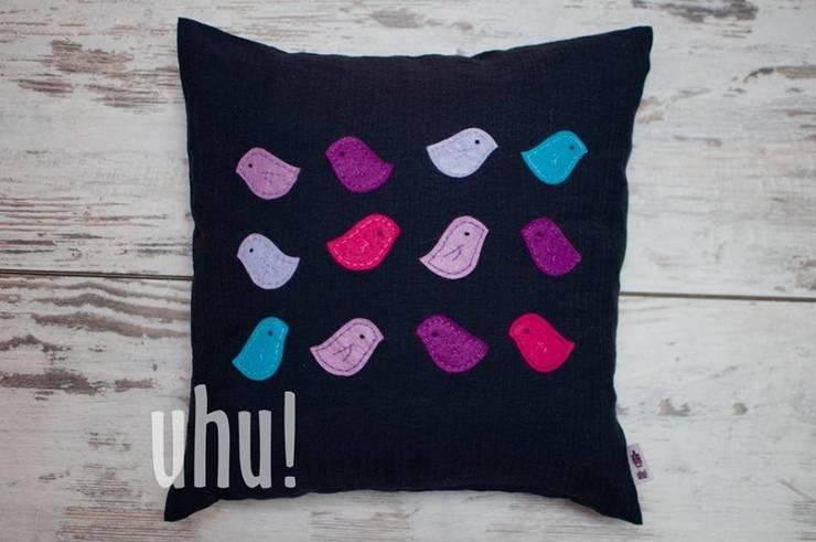 Czarna poduszka z kolorowymi ptaszkami z filcu: styl , w kategorii Salon zaprojektowany przez uhu!