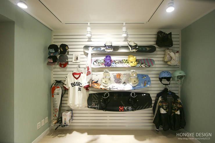 반짝이는 드레스룸과 대면형 주방인테리어_30py: 홍예디자인의  아이방