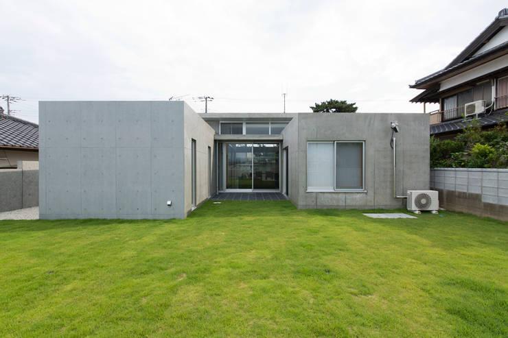 コンクリート数寄屋: 有限会社 宮本建築アトリエが手掛けた家です。